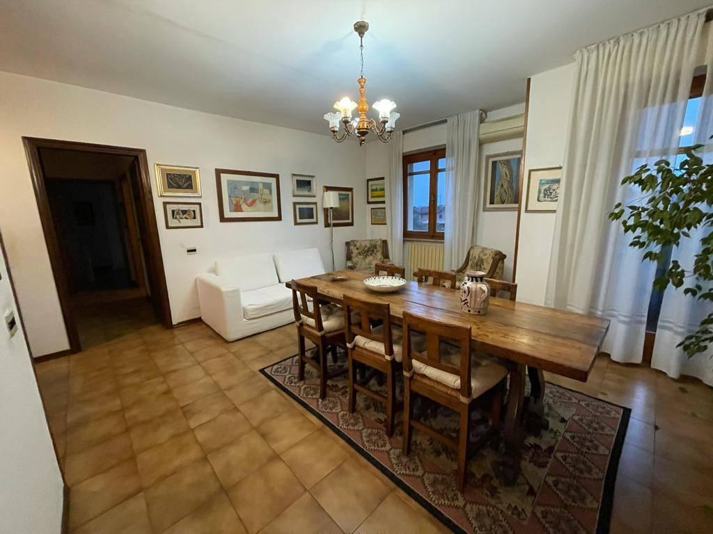Appartamento in buone condizioni arredato in vendita Rif. 8806070