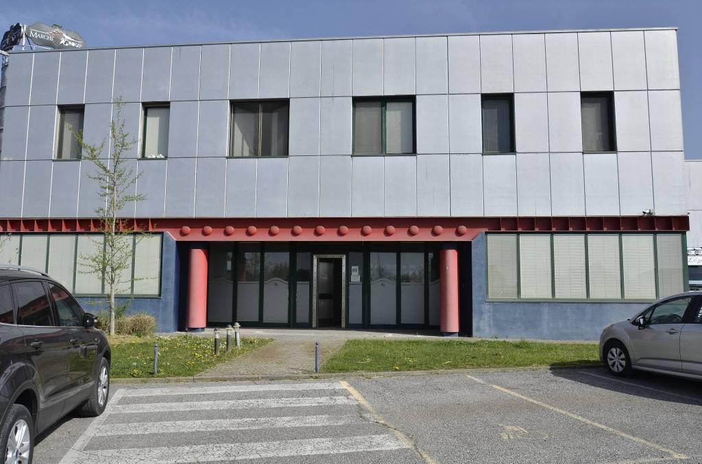 Ufficio / Studio in affitto a Vescovato, 5 locali, prezzo € 1.500   PortaleAgenzieImmobiliari.it