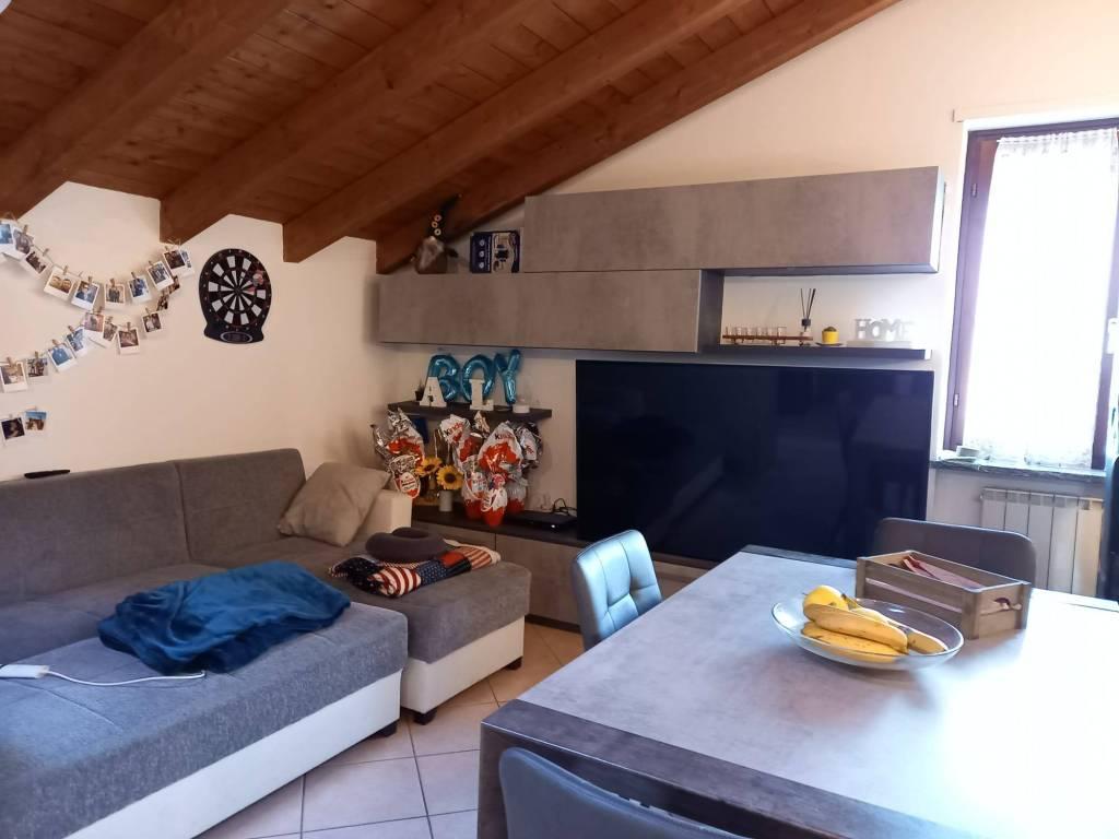 Appartamento in affitto a Malnate, 2 locali, prezzo € 550   CambioCasa.it