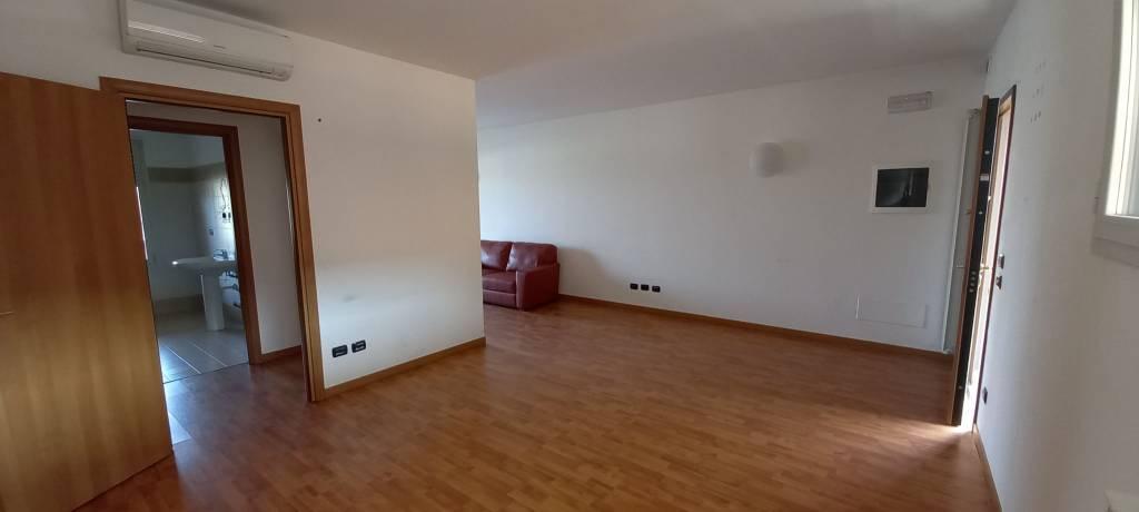 Ufficio / Studio in affitto a Villa d'Adda, 1 locali, prezzo € 400 | PortaleAgenzieImmobiliari.it
