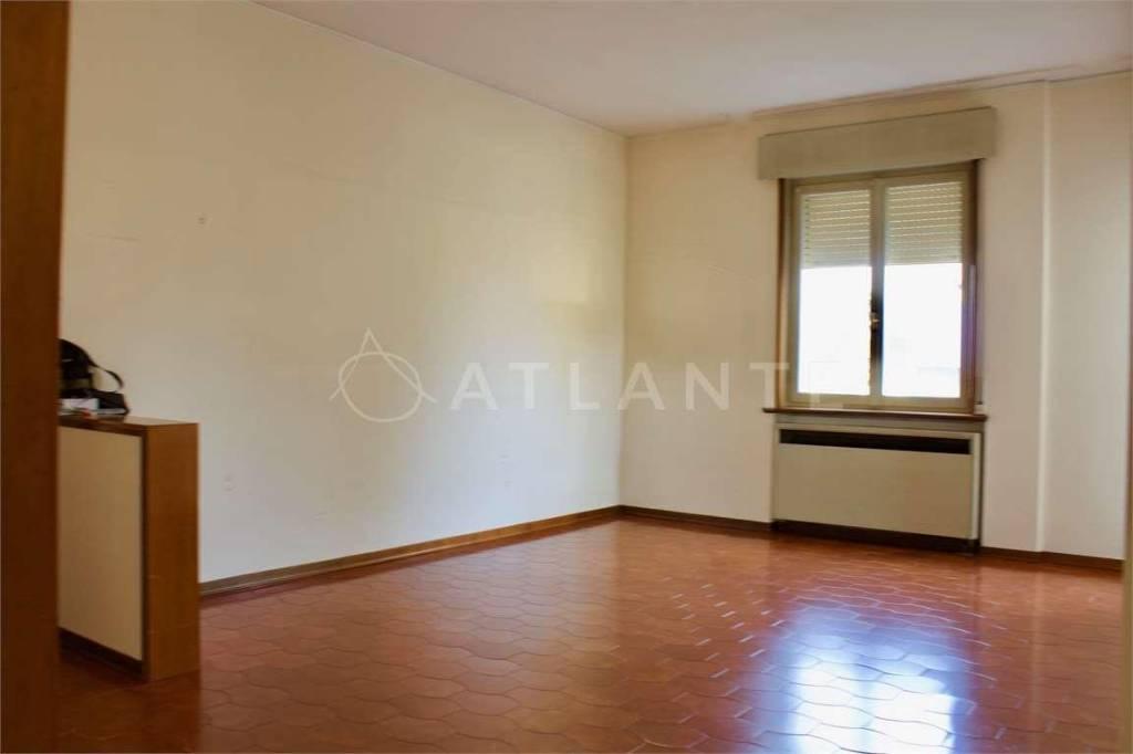 Appartamento in vendita a Porto Mantovano, 4 locali, prezzo € 95.000   CambioCasa.it