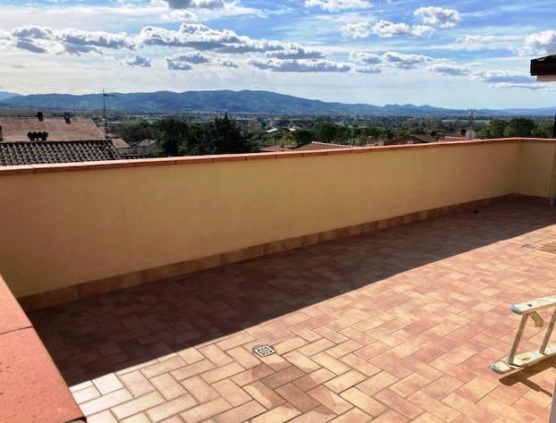 Appartamento in Vendita a Perugia: 4 locali, 117 mq