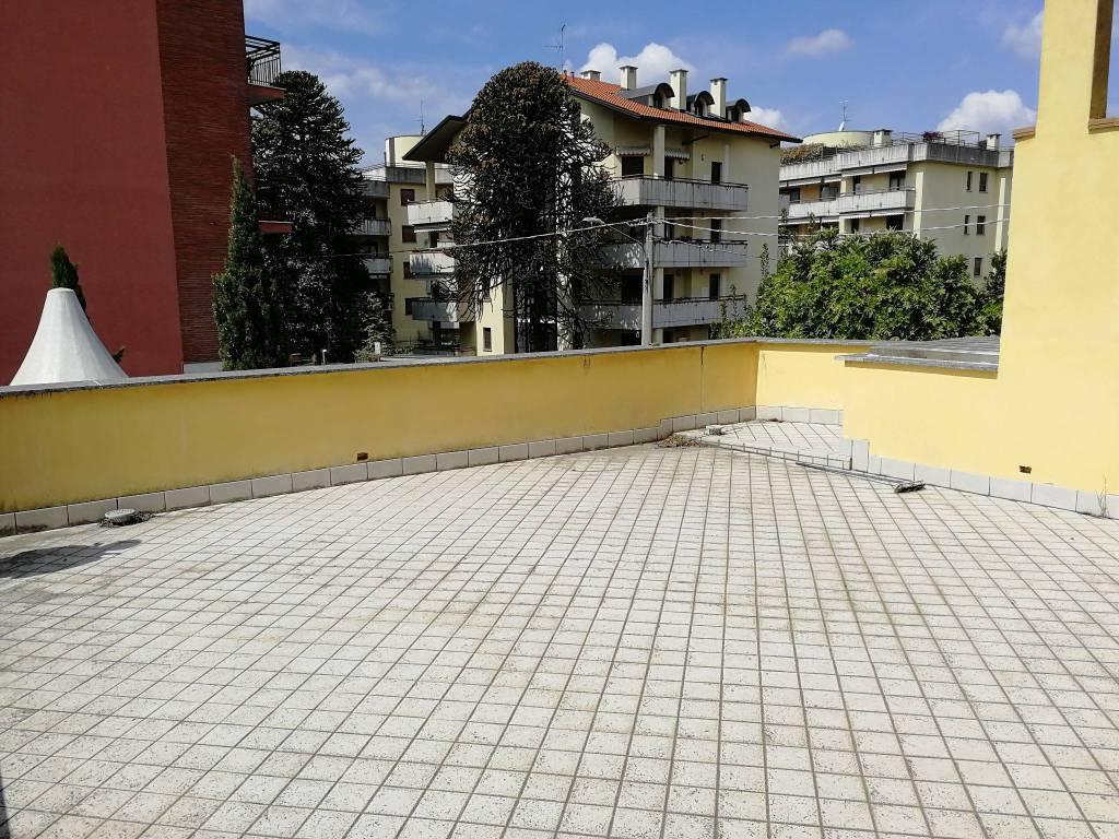 Appartamento in vendita a Tradate, 5 locali, prezzo € 100.000 | CambioCasa.it