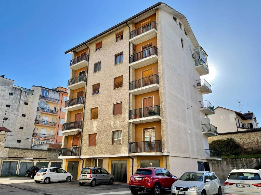 Appartamento in vendita a Alba, 3 locali, prezzo € 138.000 | CambioCasa.it