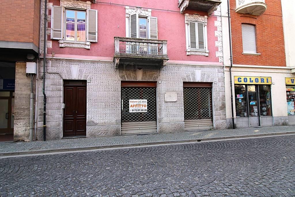 Negozio / Locale in affitto a Canale, 2 locali, prezzo € 500 | CambioCasa.it