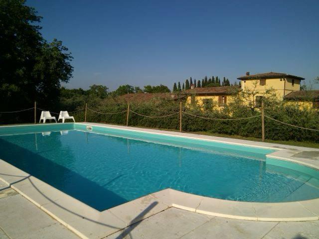 Rustico / Casale in vendita a Monzambano, 16 locali, Trattative riservate | CambioCasa.it