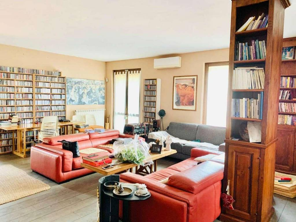 Villa in vendita a Sacrofano, 6 locali, prezzo € 275.000   CambioCasa.it