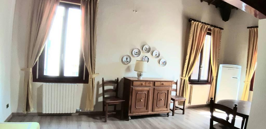 Appartamento in affitto a Verona, 3 locali, zona Zona: 2 . Veronetta, prezzo € 700 | CambioCasa.it