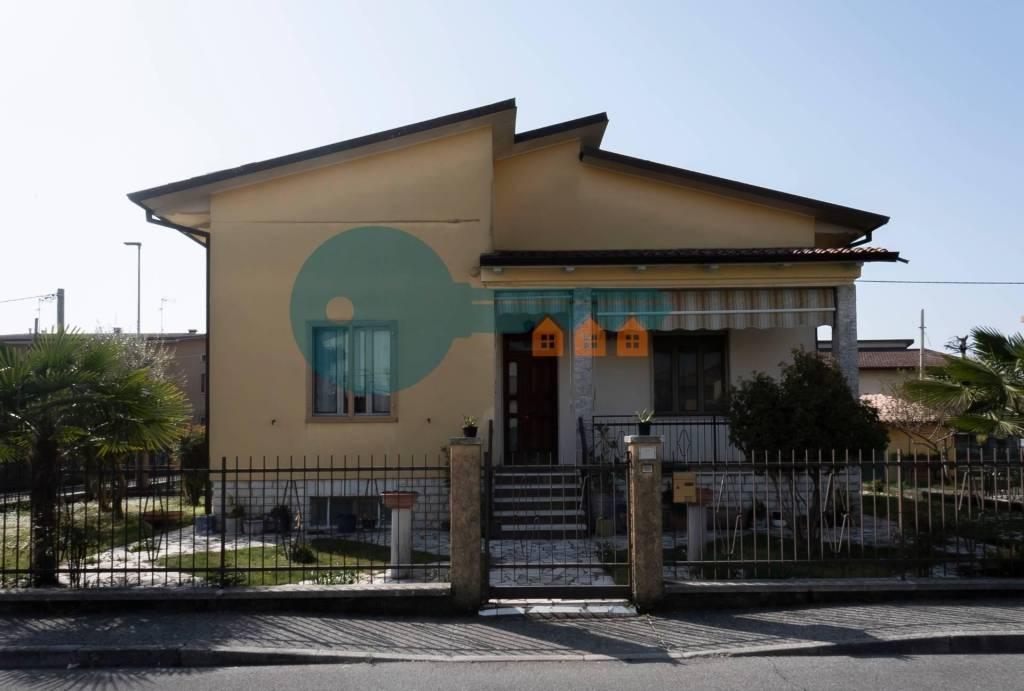 Villa in vendita a Leno, 4 locali, prezzo € 175.000 | PortaleAgenzieImmobiliari.it