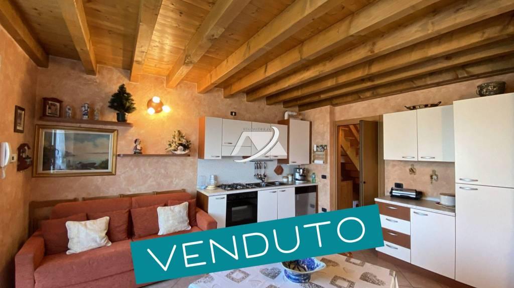 Appartamento in vendita a Costa Serina, 3 locali, prezzo € 69.000 | CambioCasa.it