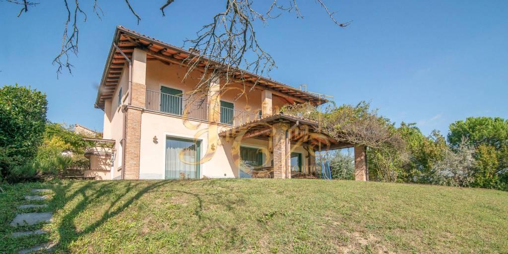 Villa in vendita a Piozzano, 8 locali, prezzo € 430.000 | CambioCasa.it