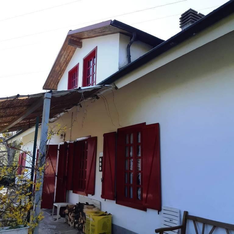 Villa in vendita a Corio, 14 locali, prezzo € 225.000   CambioCasa.it