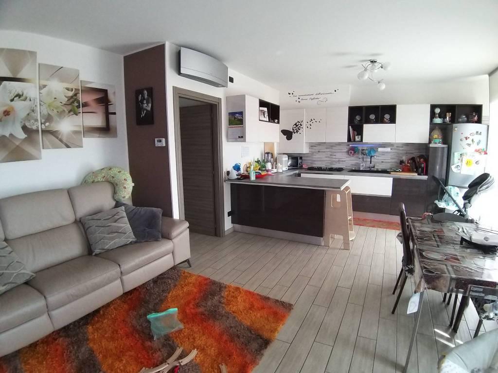 Appartamento in vendita a Oltrona di San Mamette, 3 locali, prezzo € 240.000 | PortaleAgenzieImmobiliari.it