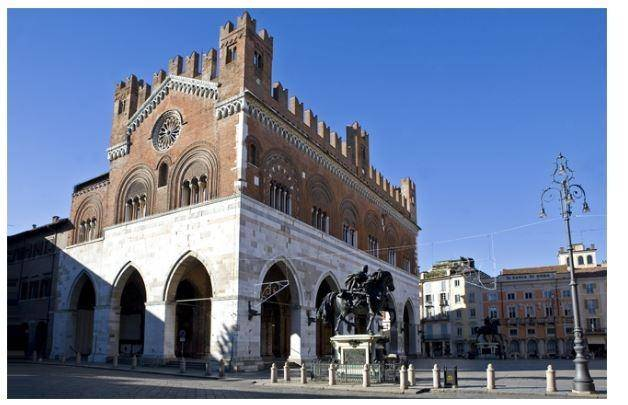 Attivita'-licenza in Affitto a Piacenza: 60 mq
