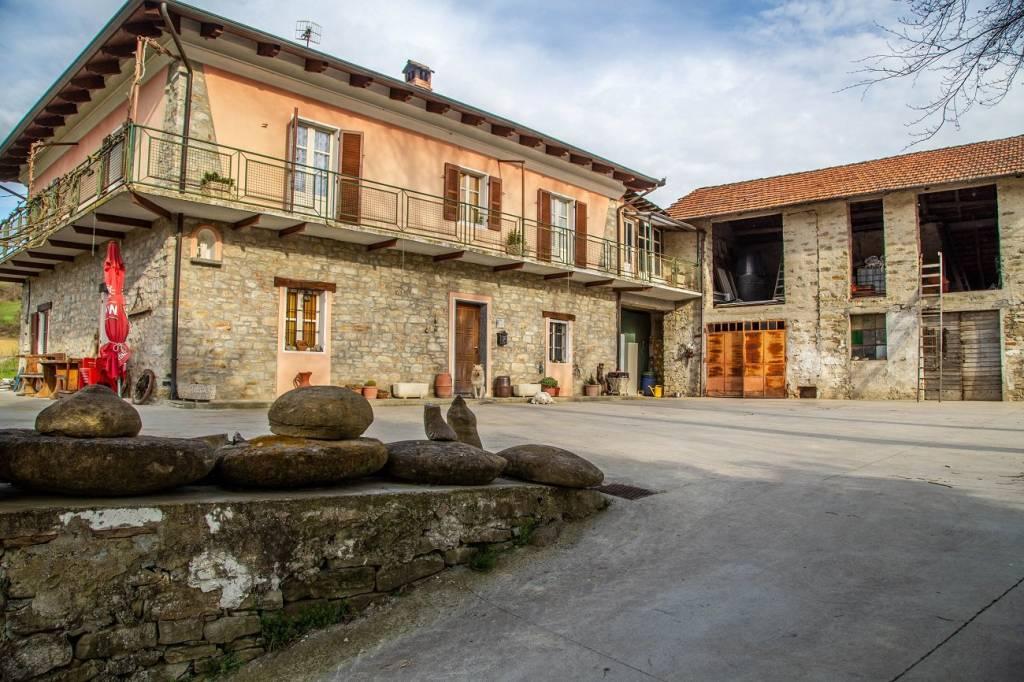 Rustico / Casale in vendita a Vesime, 8 locali, prezzo € 250.000 | PortaleAgenzieImmobiliari.it
