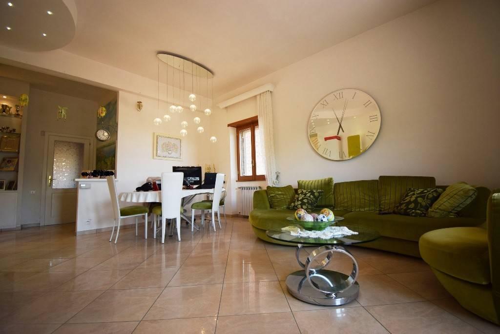 Appartamento in vendita a Bracciano, 3 locali, prezzo € 189.000   CambioCasa.it