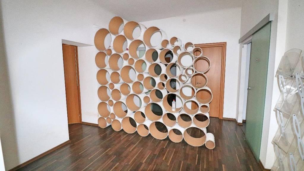 Ufficio / Studio in affitto a Trieste, 5 locali, prezzo € 1.300 | CambioCasa.it