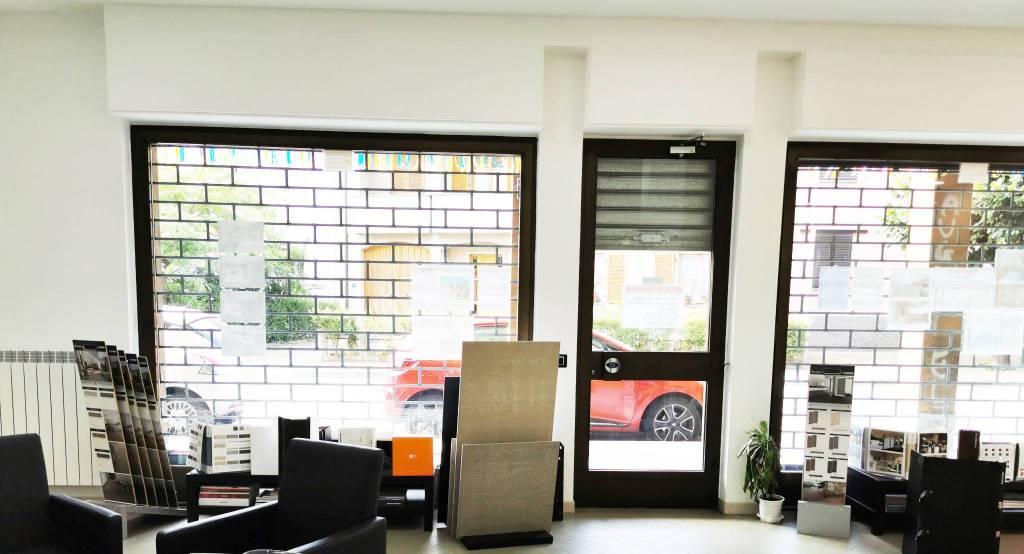 Negozio / Locale in vendita a Ossona, 3 locali, prezzo € 145.000   CambioCasa.it