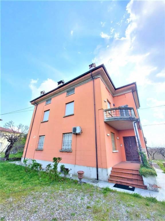 Casa indipendente in Vendita a Cadeo: 5 locali, 500 mq