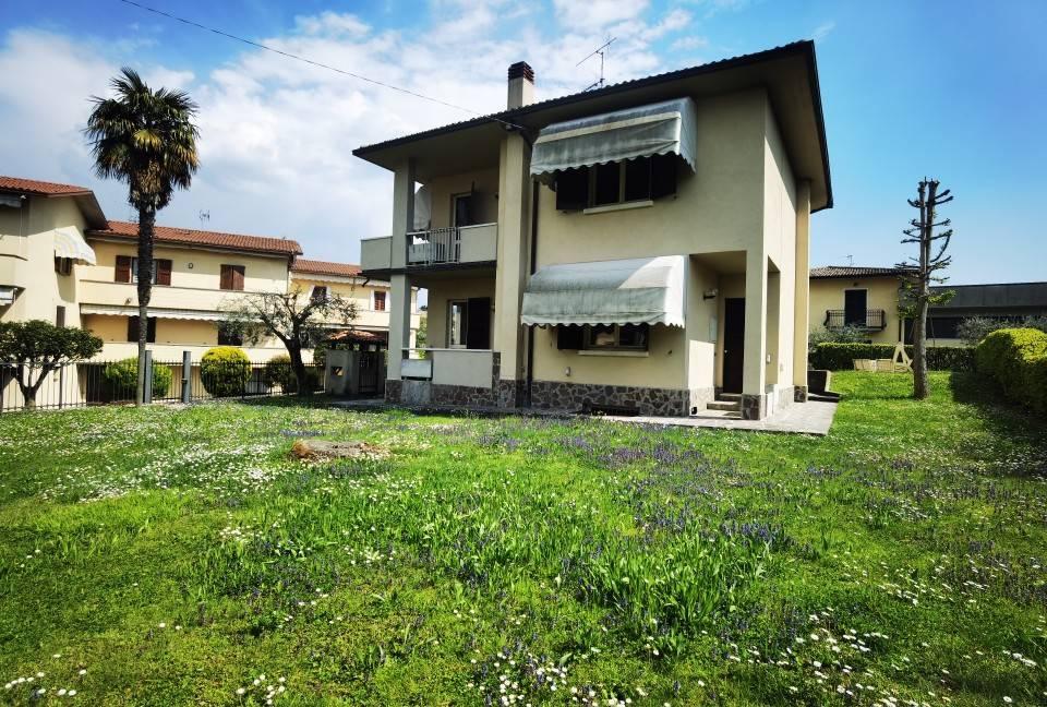 Villa in vendita a Iseo, 10 locali, prezzo € 489.000 | PortaleAgenzieImmobiliari.it