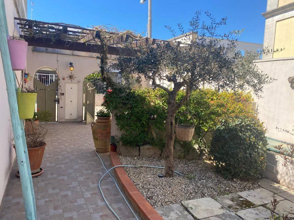 Soluzione Indipendente in vendita a Santa Cesarea Terme, 6 locali, prezzo € 225.000   CambioCasa.it
