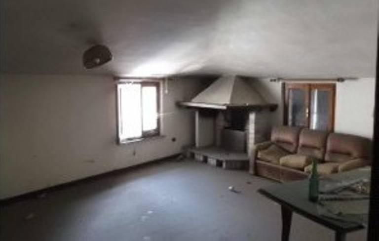 Appartamento in vendita a Foligno, 4 locali, prezzo € 17.100   PortaleAgenzieImmobiliari.it