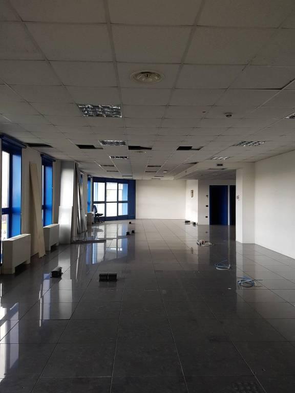Ufficio-studio in Affitto a Piacenza: 1 locali, 180 mq
