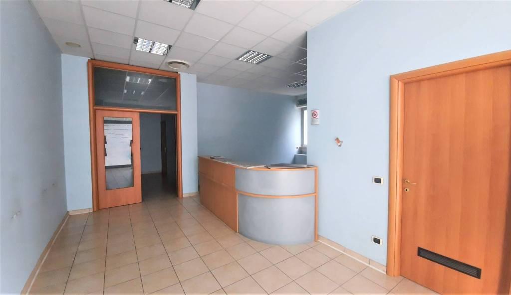 Ufficio / Studio in affitto a Carugo, 6 locali, prezzo € 1.500 | PortaleAgenzieImmobiliari.it