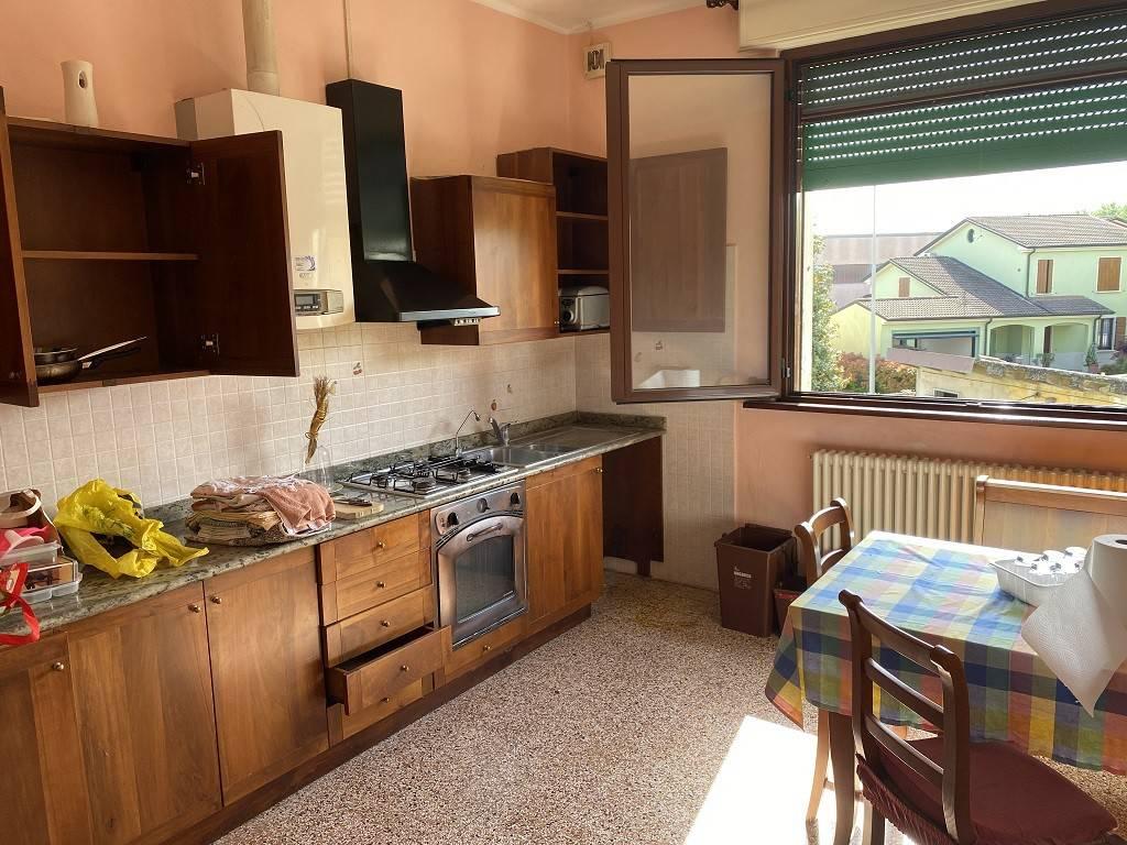 Appartamento in vendita a Viadana, 3 locali, prezzo € 45.000 | CambioCasa.it