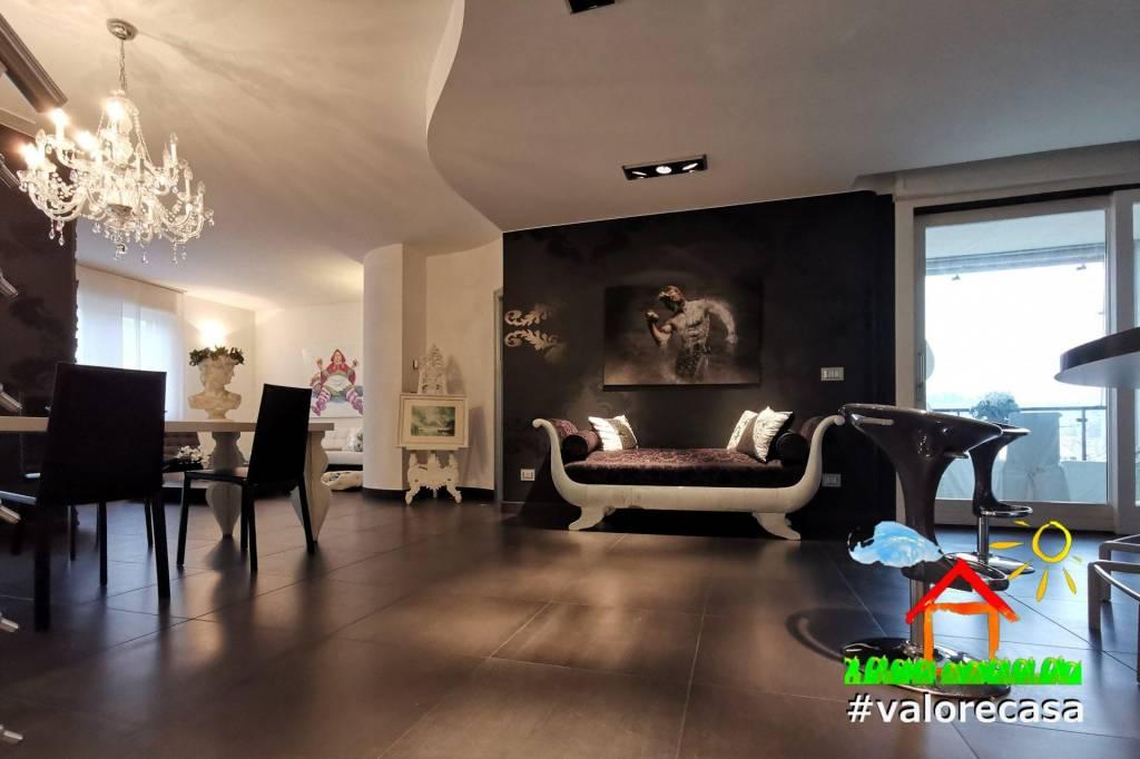 Attico / Mansarda in vendita a Acqui Terme, 5 locali, prezzo € 330.000 | CambioCasa.it