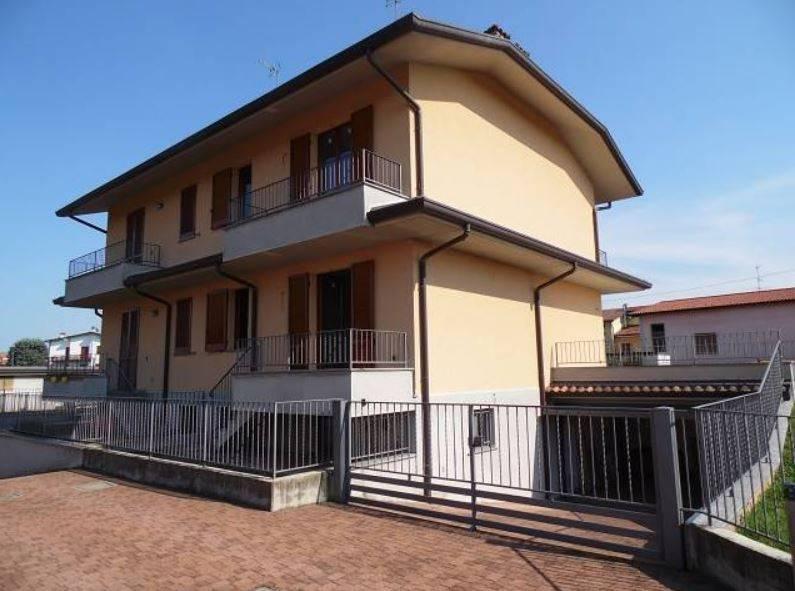 Villa in vendita a Boltiere, 4 locali, prezzo € 290.000 | PortaleAgenzieImmobiliari.it