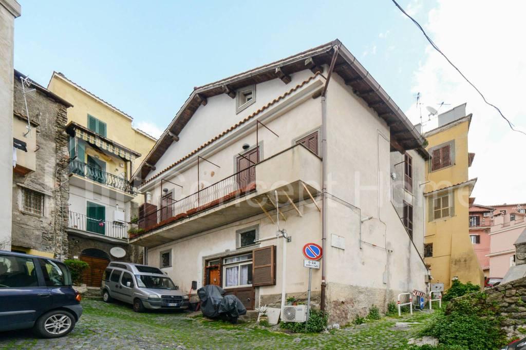 Appartamento in vendita a Ariccia, 3 locali, prezzo € 70.000   CambioCasa.it