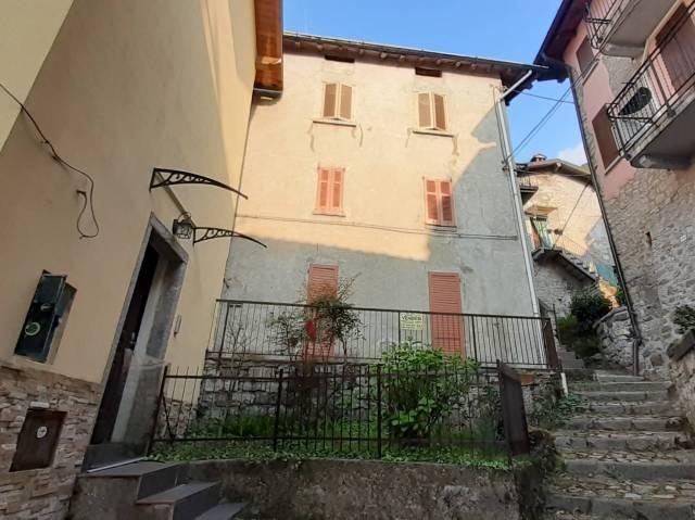 Appartamento in buone condizioni arredato in vendita Rif. 5541588