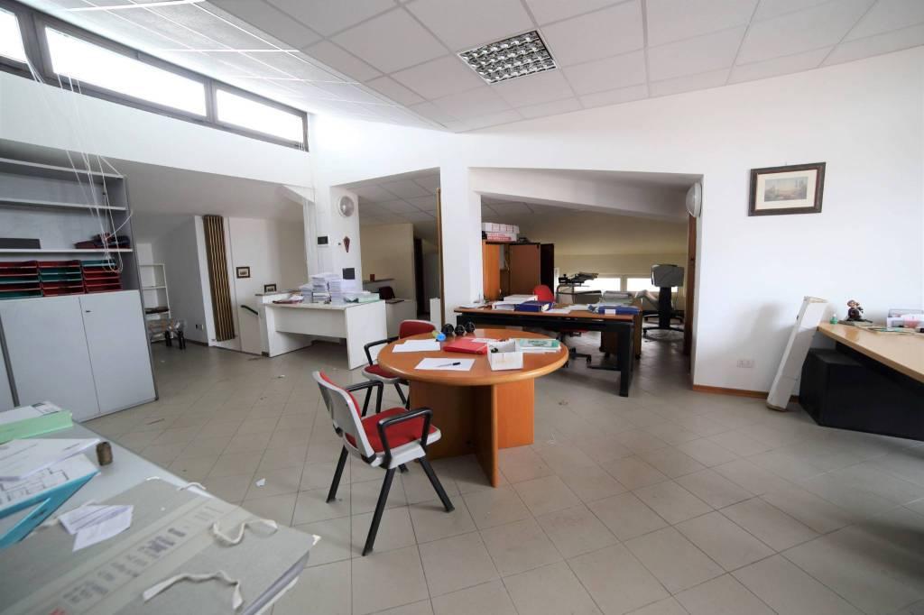 Ufficio / Studio in affitto a Varese, 1 locali, prezzo € 700 | CambioCasa.it
