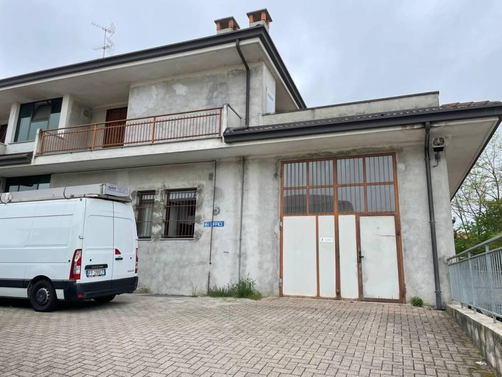 Capannone in affitto a Borgo Ticino, 3 locali, prezzo € 700   CambioCasa.it