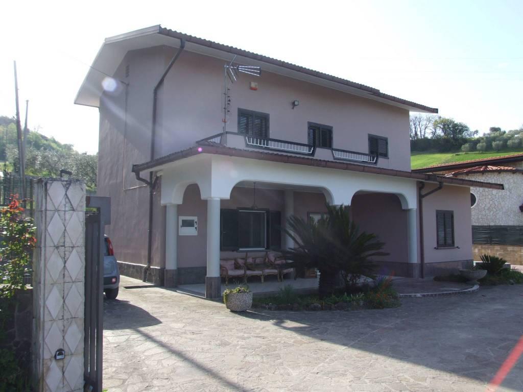 Rustico / Casale in vendita a Apice, 5 locali, prezzo € 155.000 | CambioCasa.it