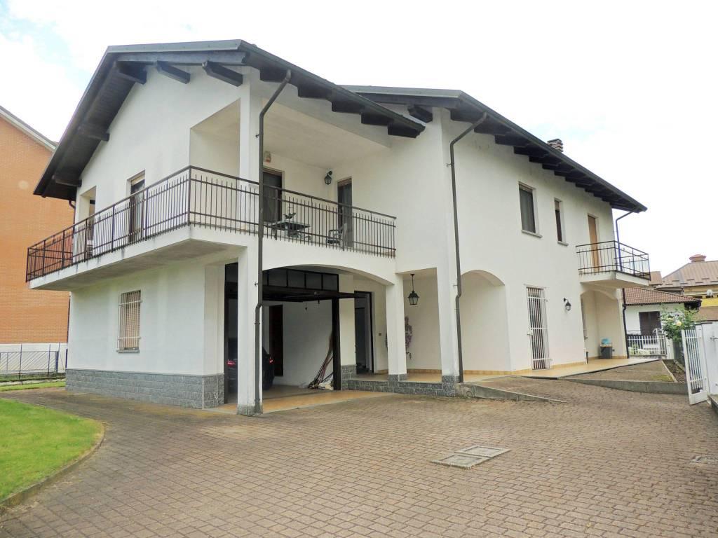 Villa indipendente disposta per bifamiliare in zona centrale