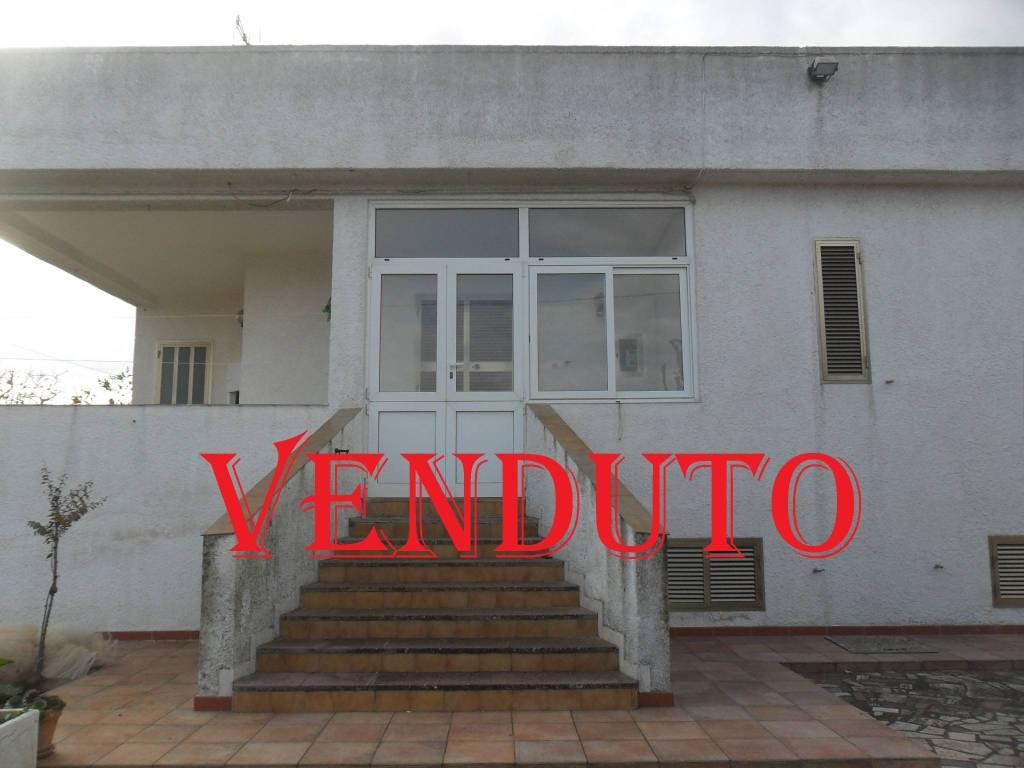 Villa in buone condizioni in vendita Rif. 8886760