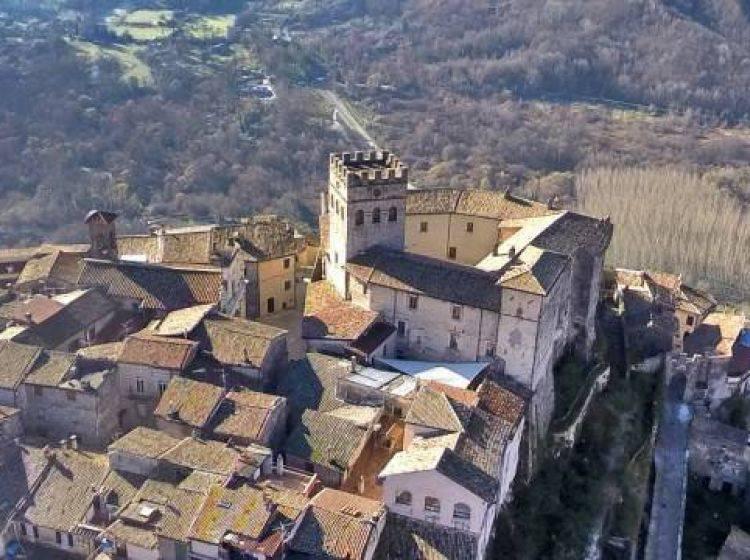 Appartamento in vendita a Roviano, 3 locali, prezzo € 46.000   CambioCasa.it