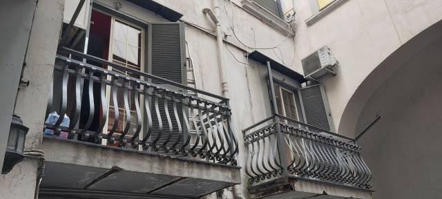 Appartamento in vendita 4 vani 85 mq.  via Nardones 51 Napoli