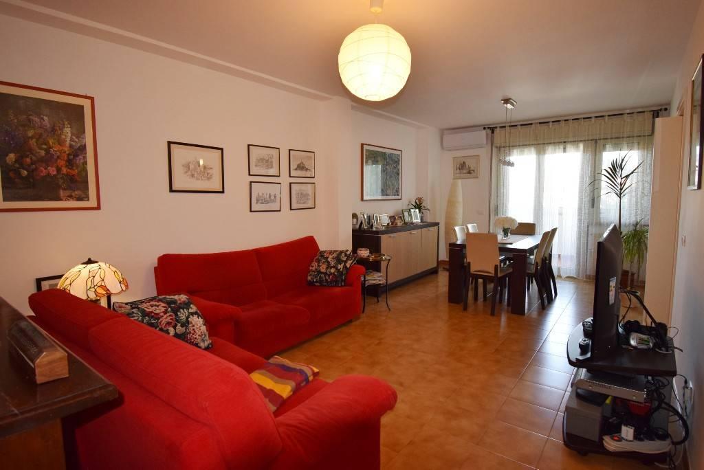Appartamento in vendita a Bracciano, 4 locali, prezzo € 189.000   CambioCasa.it