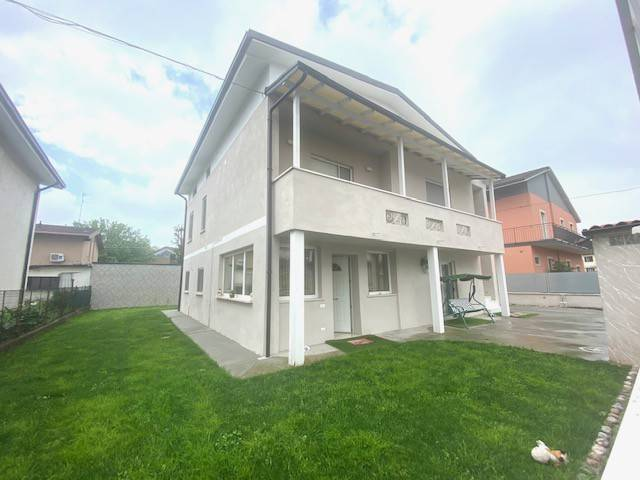 Villa in vendita a Ghedi, 5 locali, prezzo € 300.000 | PortaleAgenzieImmobiliari.it