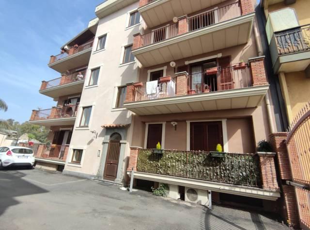 Attico in Affitto a Valverde Centro: 3 locali, 65 mq