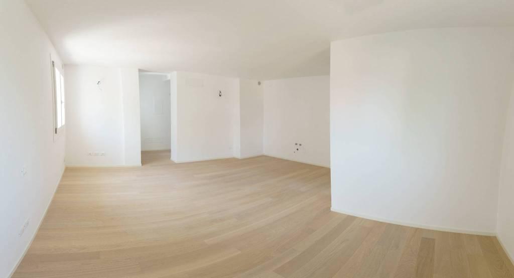 Appartamento in vendita a Pordenone, 7 locali, prezzo € 399.000 | PortaleAgenzieImmobiliari.it