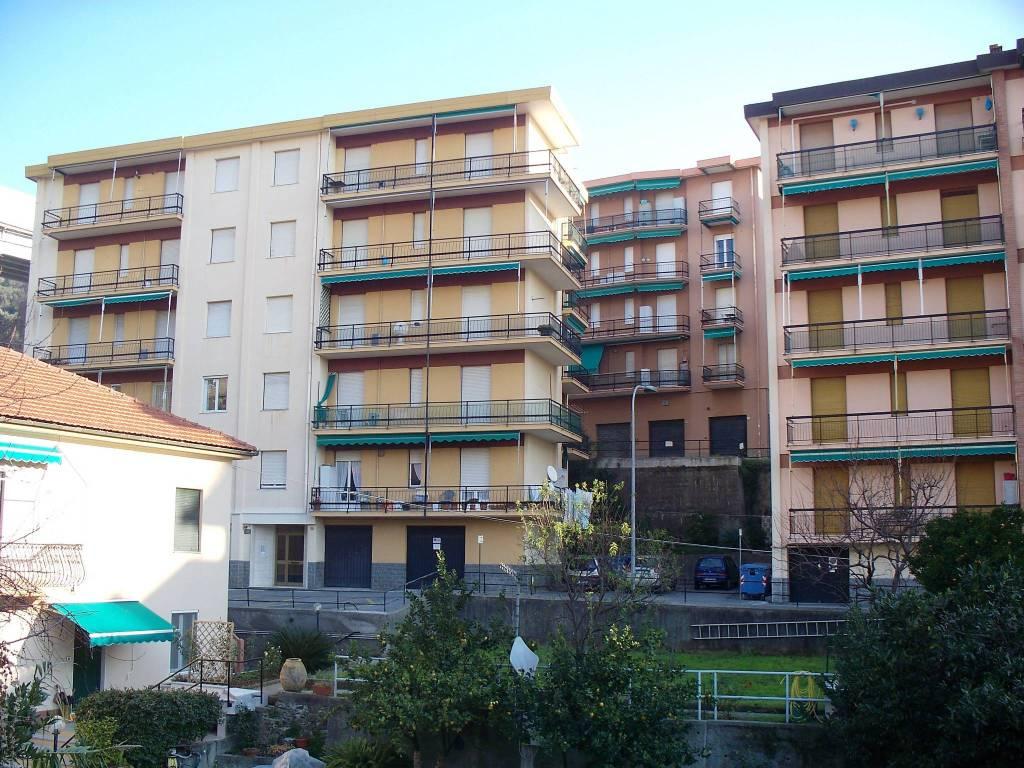 Appartamento in buone condizioni parzialmente arredato in vendita Rif. 9153655