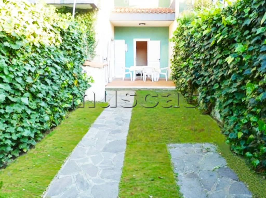 Appartamento in buone condizioni arredato in affitto Rif. 7363220