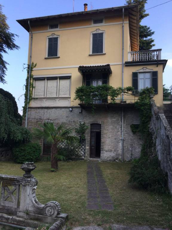 Villa in vendita a Cerano d'Intelvi, 6 locali, prezzo € 340.000 | PortaleAgenzieImmobiliari.it