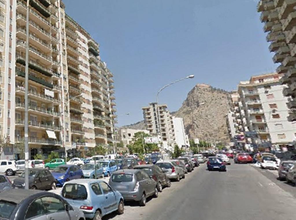 Appartamento in Vendita a Palermo Centro:  4 locali, 149 mq  - Foto 1
