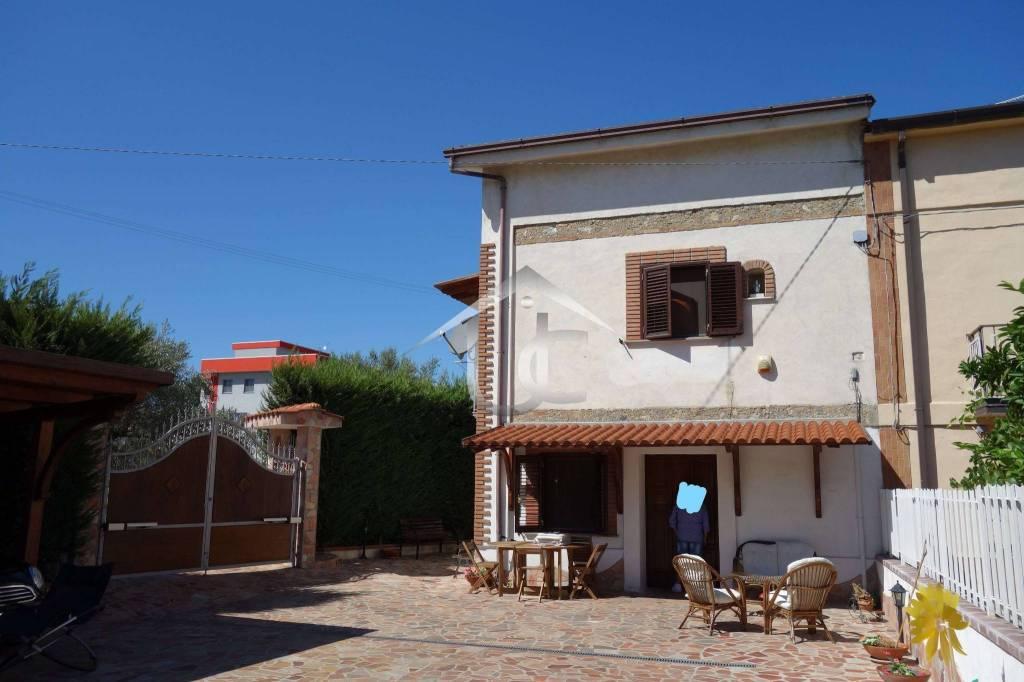 Villa in buone condizioni in vendita Rif. 8662738