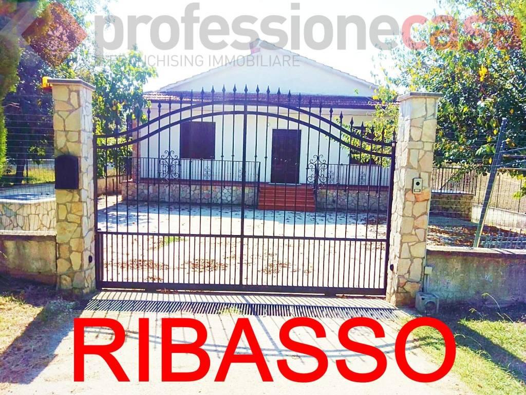 Villa in vendita a Pignataro Interamna, 3 locali, prezzo € 188.000   CambioCasa.it